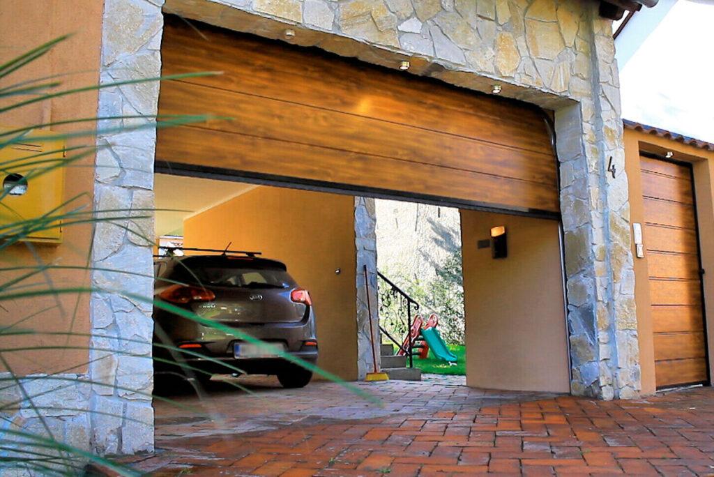 segmentna-garazna-vrata-imitacija-drveta